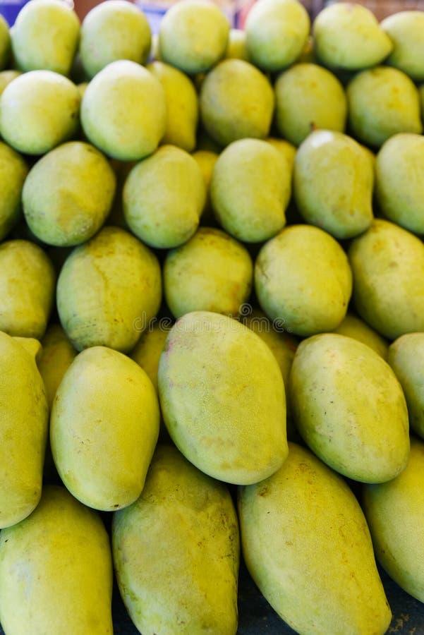 свежий зеленый манго стоковое фото rf