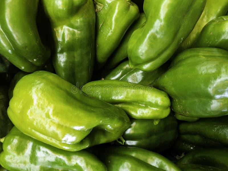Свежий зеленый пимент на рынке ( Перец стоковая фотография rf