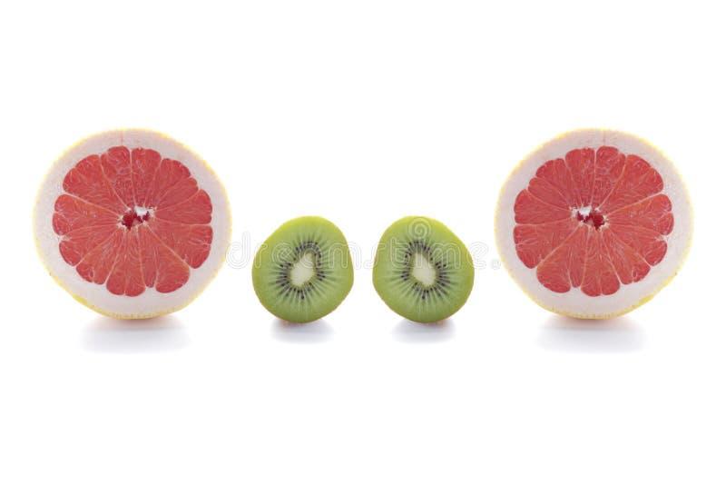 Свежий зеленый плодоовощ кивиа и розовый грейпфрут изолированные на белой предпосылке стоковое изображение