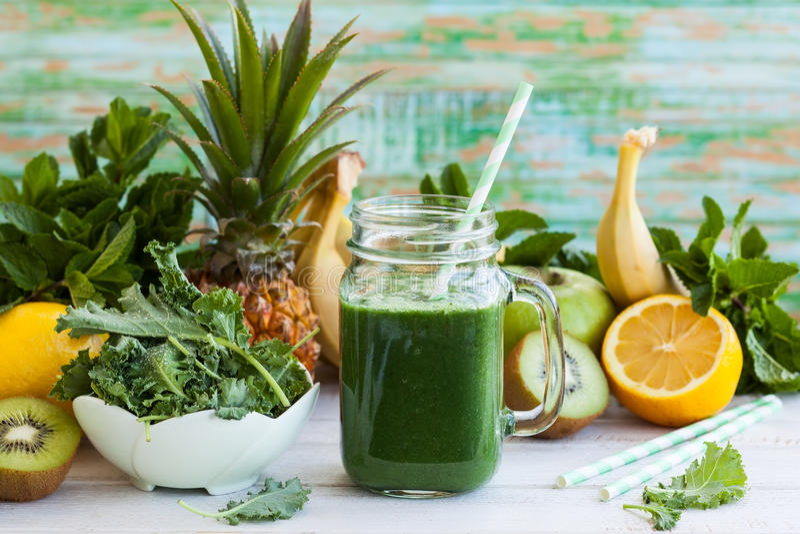 Свежий зеленый smoothie стоковая фотография
