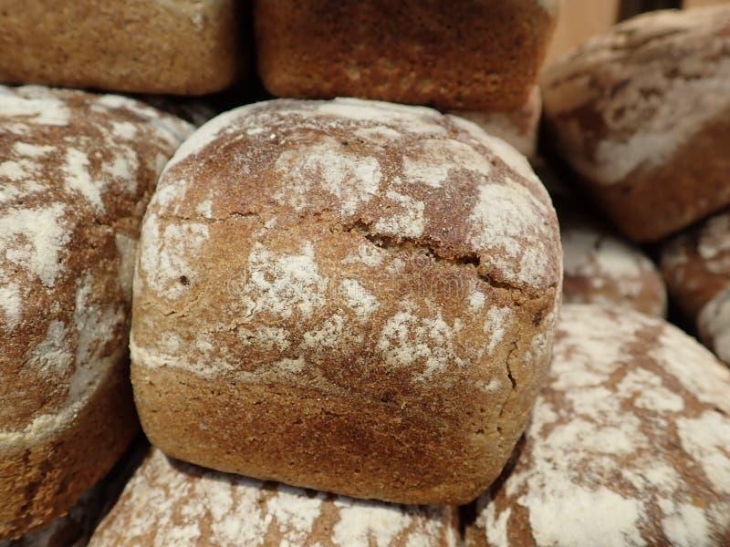 Свежий испеченный хлеб в рынке стоковые фотографии rf