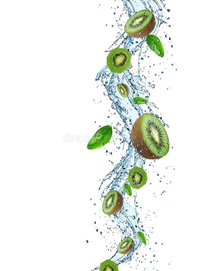 Свежий киви с выплеском воды стоковая фотография rf