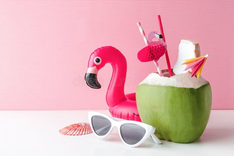 Свежий кокос на пастельной розовой предпосылке стоковые фотографии rf