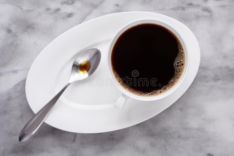 Свежий кофе в белой чашке Китая стоковое изображение rf