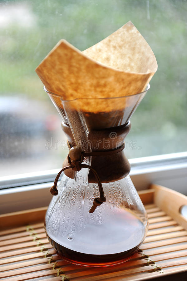 Свежий кофе заваривая альтернативный метод стоковая фотография