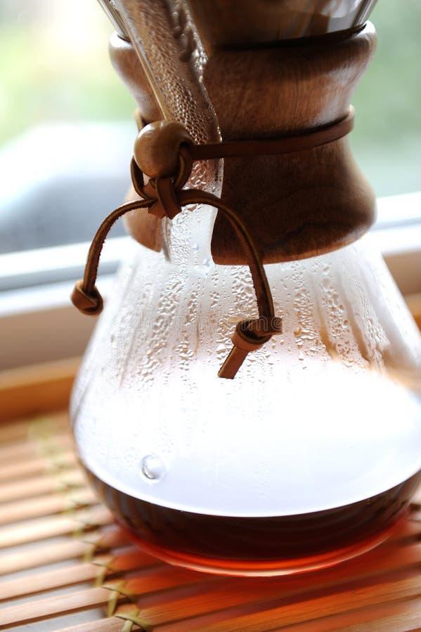 Свежий кофе заваривая альтернативный метод стоковые изображения