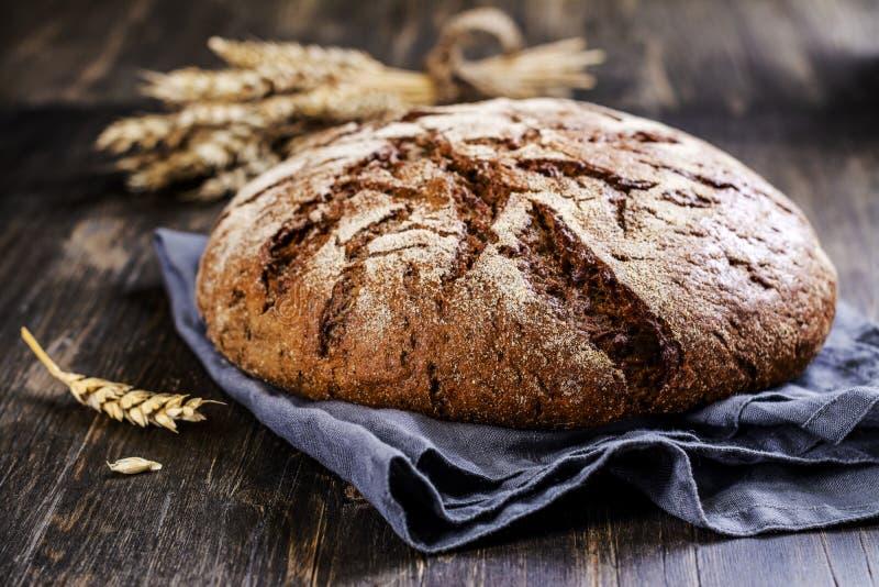 Свежий круглый хлеб sourdough стоковая фотография