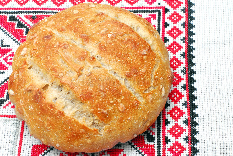 Свежий круглый хлеб sourdough стоковые изображения