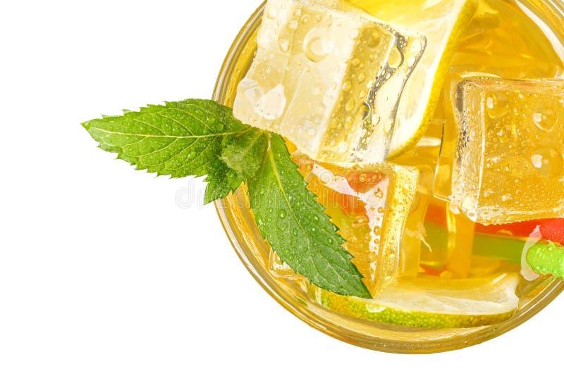 Свежий лимонад с льдом и мятой Настроение лета изолировано стоковые фото