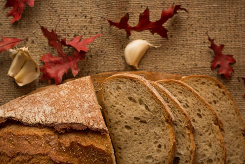 Свежий ломоть хлеба стоковые фото