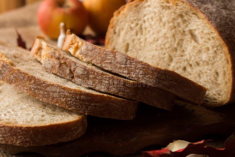 Свежий ломоть хлеба стоковое фото