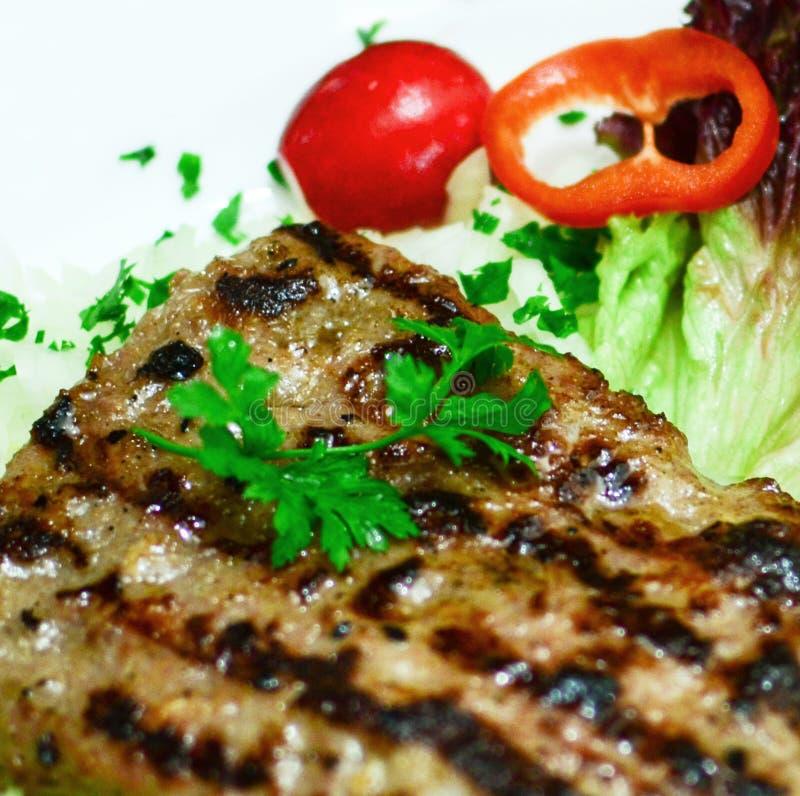 Свежий макрос салата стейка и овоща гриля стоковое фото