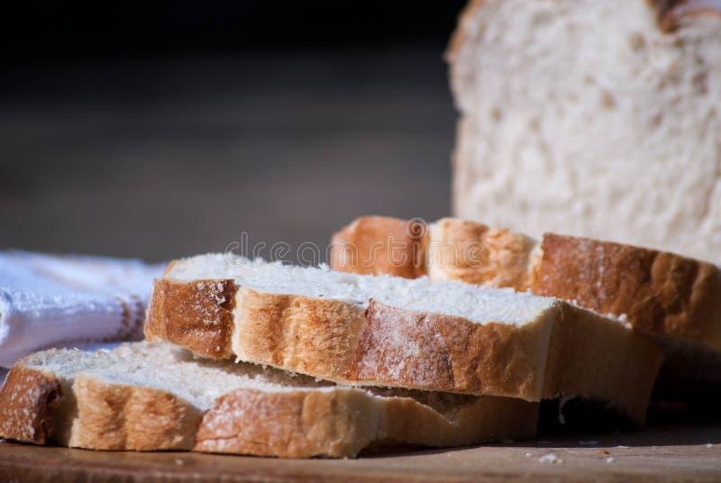 Свежий отрезанный хлеб стоковое фото rf