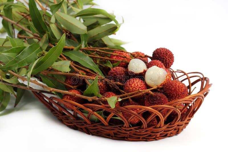 Свежий плодоовощ lychee в корзине стоковые изображения