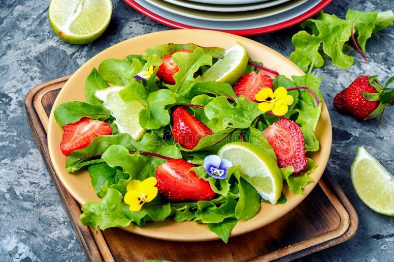 Свежий салат клубники стоковые изображения