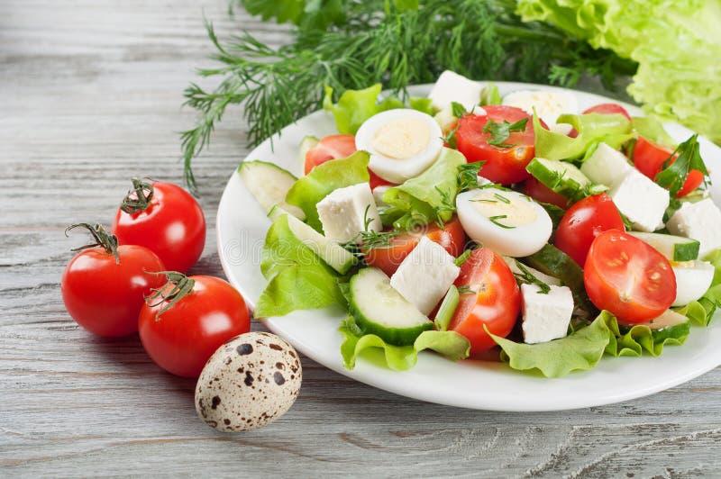 Свежий салат с яичками триперсток стоковая фотография rf