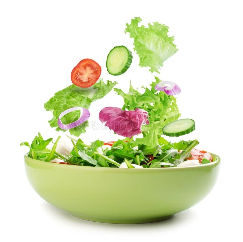 Свежий смешанный салат овощей в шаре стоковые фото