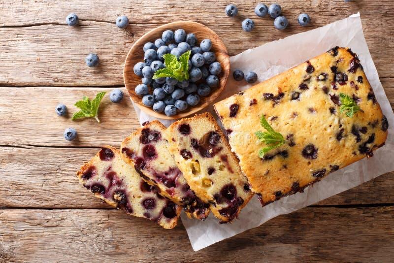 Свежий торт булочки ломтя хлеба голубики с крупным планом мяты Hor стоковая фотография