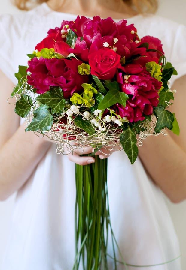 Свежий bridal букет Красные цветки лета стоковая фотография
