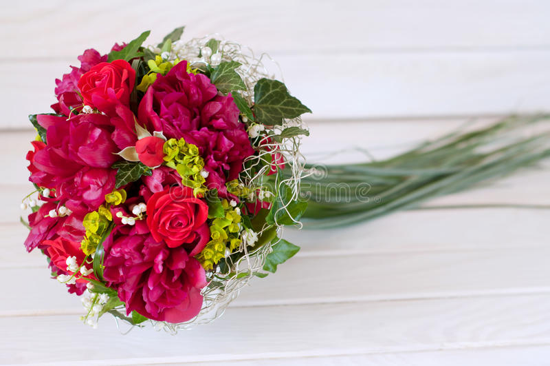Свежий bridal букет Красные цветки лета стоковое изображение rf
