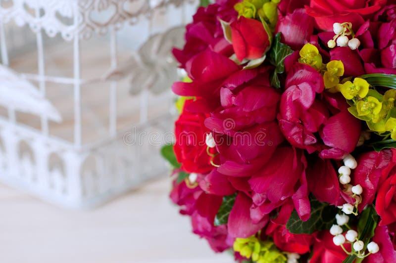 Свежий bridal букет Красные цветки лета стоковые фото