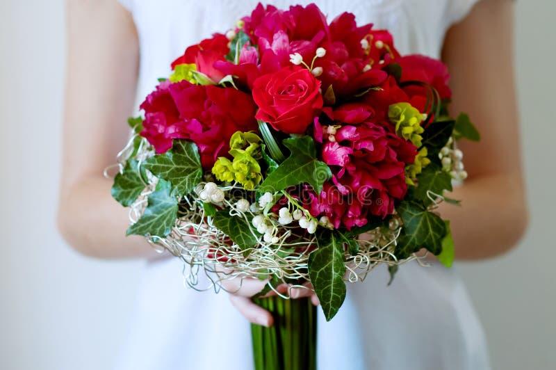 Свежий bridal букет Красные цветки лета стоковые изображения rf