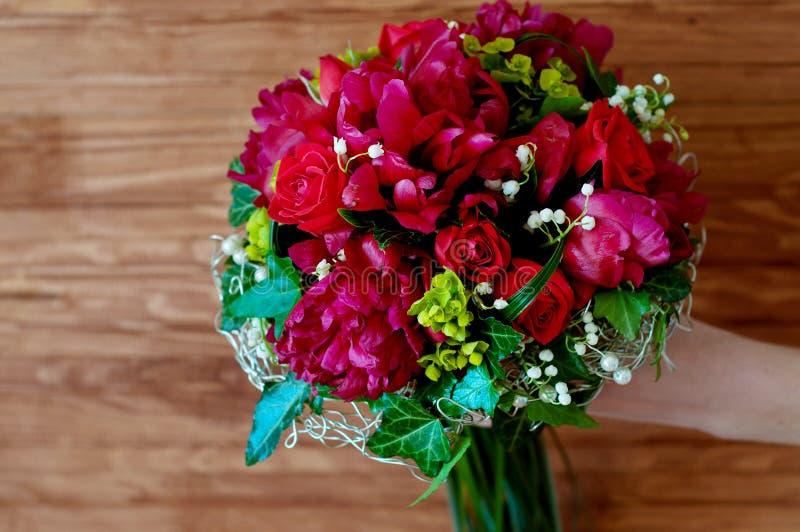 Свежий bridal букет Красные цветки лета стоковое фото rf