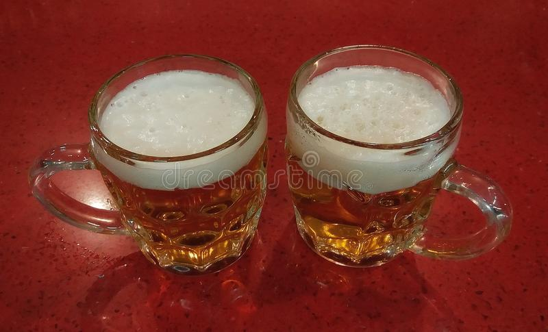2 свежих пива стоковое фото rf