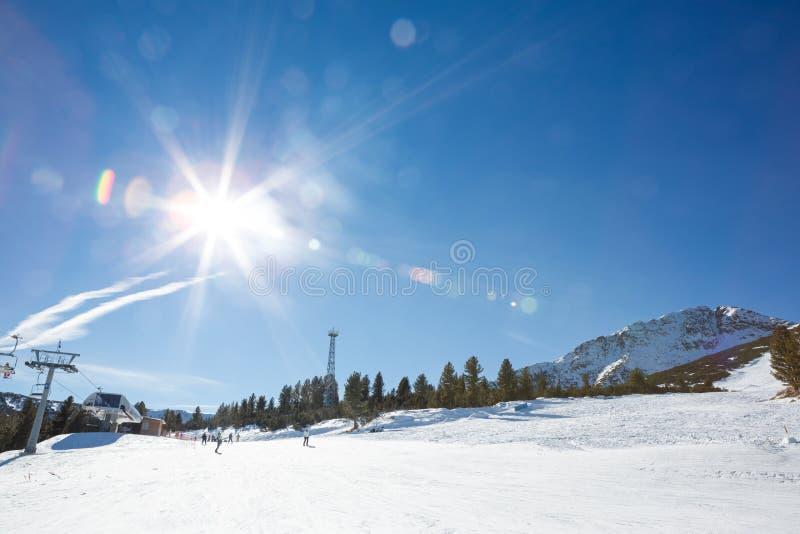 Сверкная солнечный зимний день стоковое изображение
