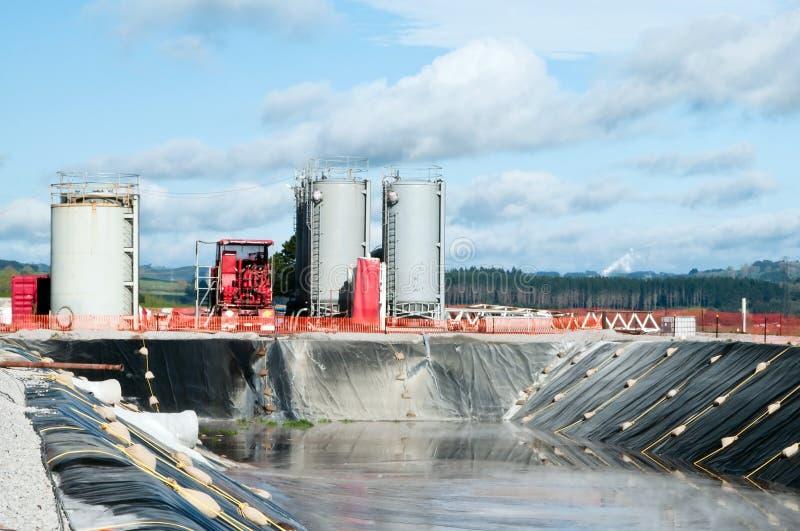 сверлить geosynthetically выровнянный жидкостный резервуар стоковая фотография rf