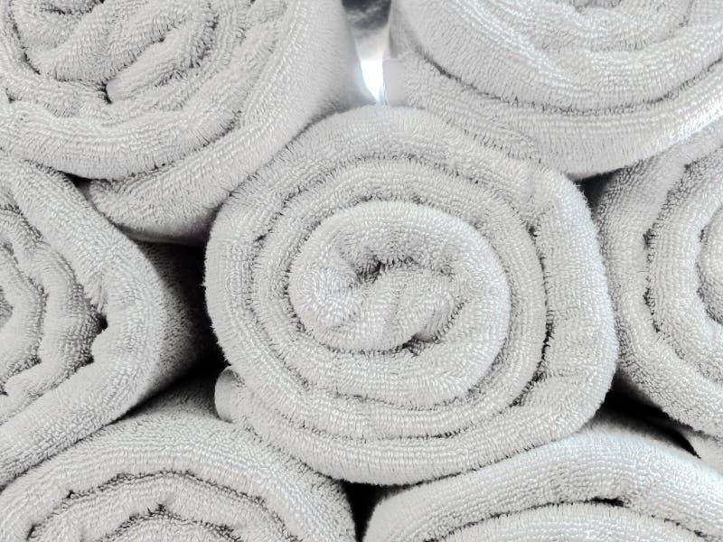Свернутый вверх по свету - серой картине пляжного полотенца хлопка используемой как текстура предпосылки стоковые изображения