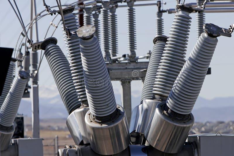свертывает спиралью проводы электростанции стоковая фотография rf