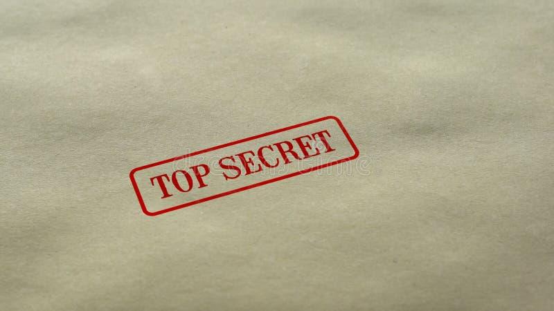 Сверхсекретное уплотнение проштемпелеванное на предпосылке чистого листа бумаги, ограниченном доступе, закрыло стоковое фото rf