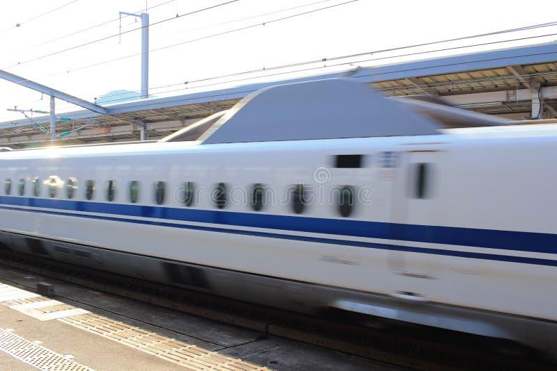 Сверхскоростной пассажирский экспресс Shinkansen серии высокоскоростной стоковые фотографии rf
