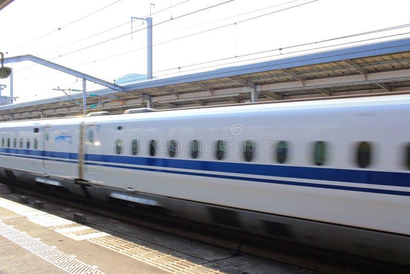 Сверхскоростной пассажирский экспресс Shinkansen серии высокоскоростной стоковое фото