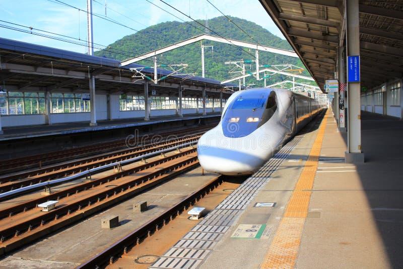 Сверхскоростной пассажирский экспресс Shinkansen серии высокоскоростной стоковая фотография