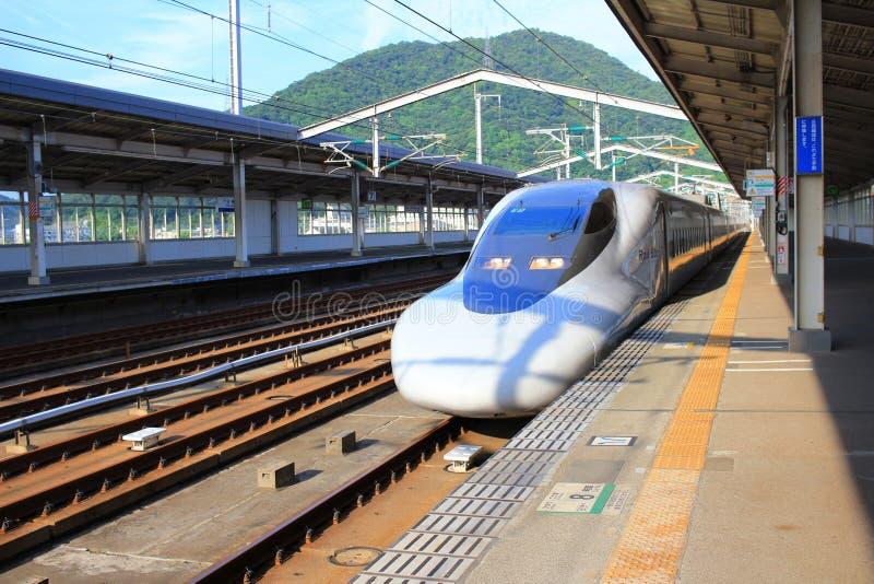 Сверхскоростной пассажирский экспресс Shinkansen серии высокоскоростной стоковые изображения rf