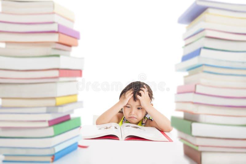 Сверлильная и утомленная маленькая девочка стоковое изображение