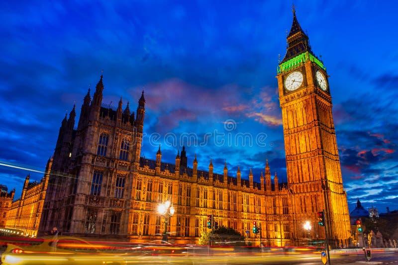 Света башни большого Бен в Лондоне стоковые фотографии rf