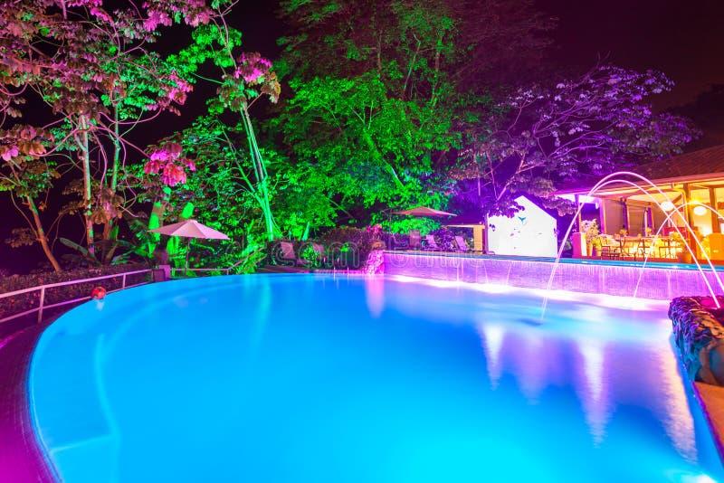 Света вечера на бассейне стоковое изображение rf