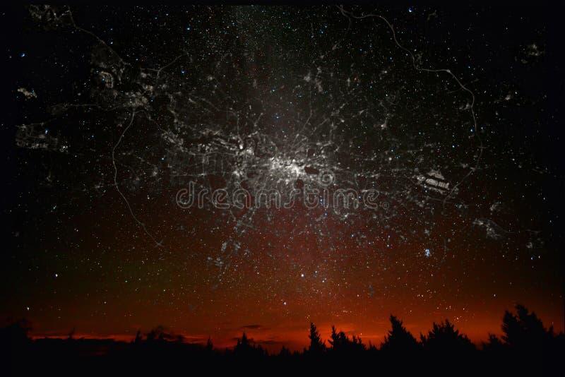 Света города созвездий карты Лондона ландшафта стоковое фото