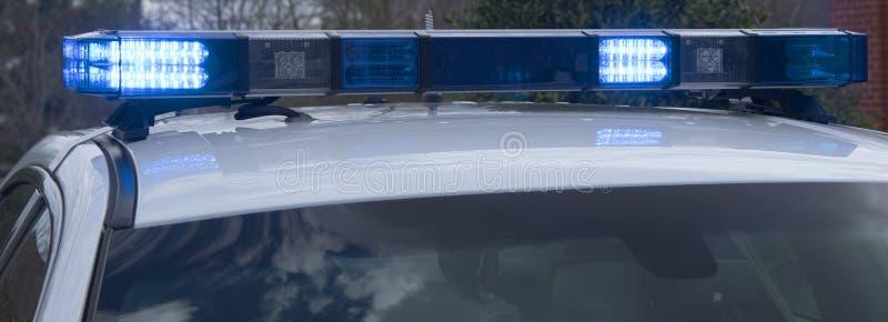 Света на маркированном крейсере полиции стоковые фотографии rf