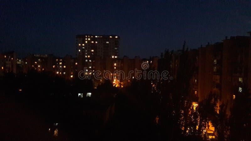 Света ночи вечера города слабые стоковые фото