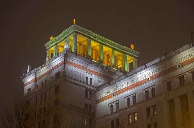 Света ночи главного здания государственного университета Москвы стоковые изображения rf