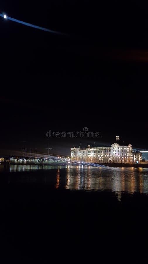 Света ночи рассвета крейсера стоковая фотография