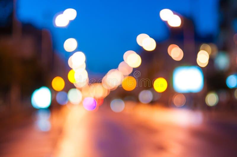 Света ночи современного города Взгляд улицы стоковое фото