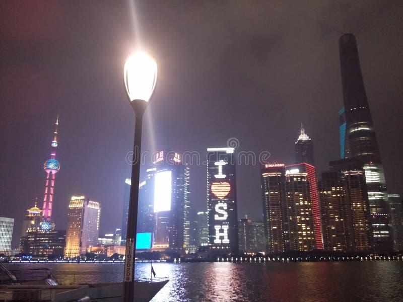 Света ночи Шанхая стоковое фото