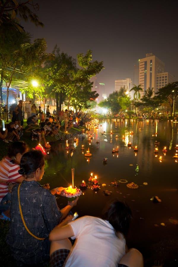 Света озера Loi Krathong Бангкок стоковые фотографии rf