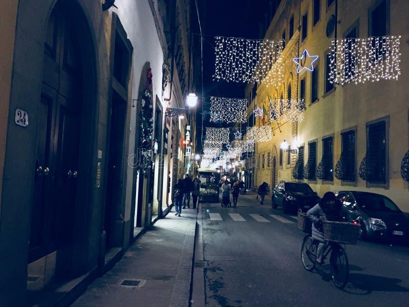 Света рождества вечером во Флоренс стоковое фото rf