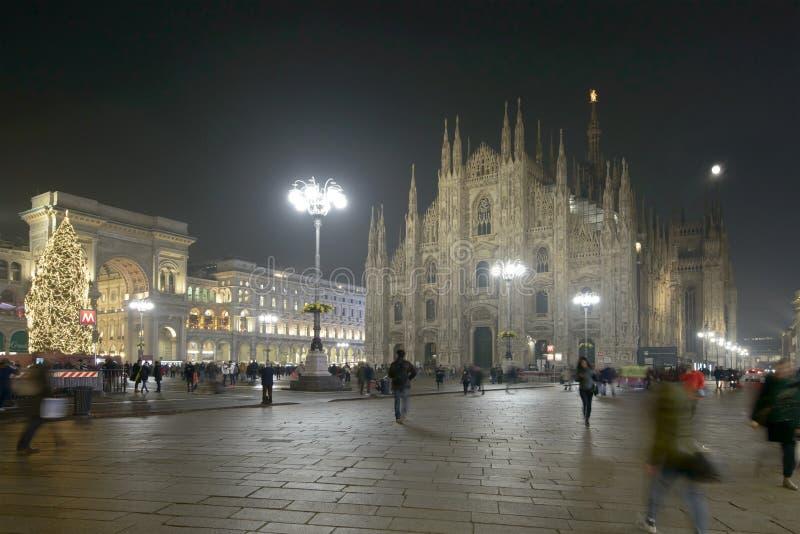 Света рождества на квадрате Duomo, милане, Италии стоковое изображение rf